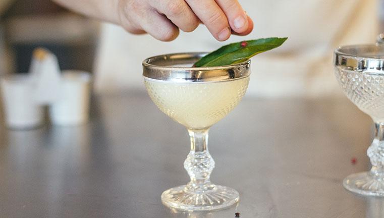 Aprenda a fazer o Savi, um drink diferente de tudo que você já tomou - Brastemp Experience